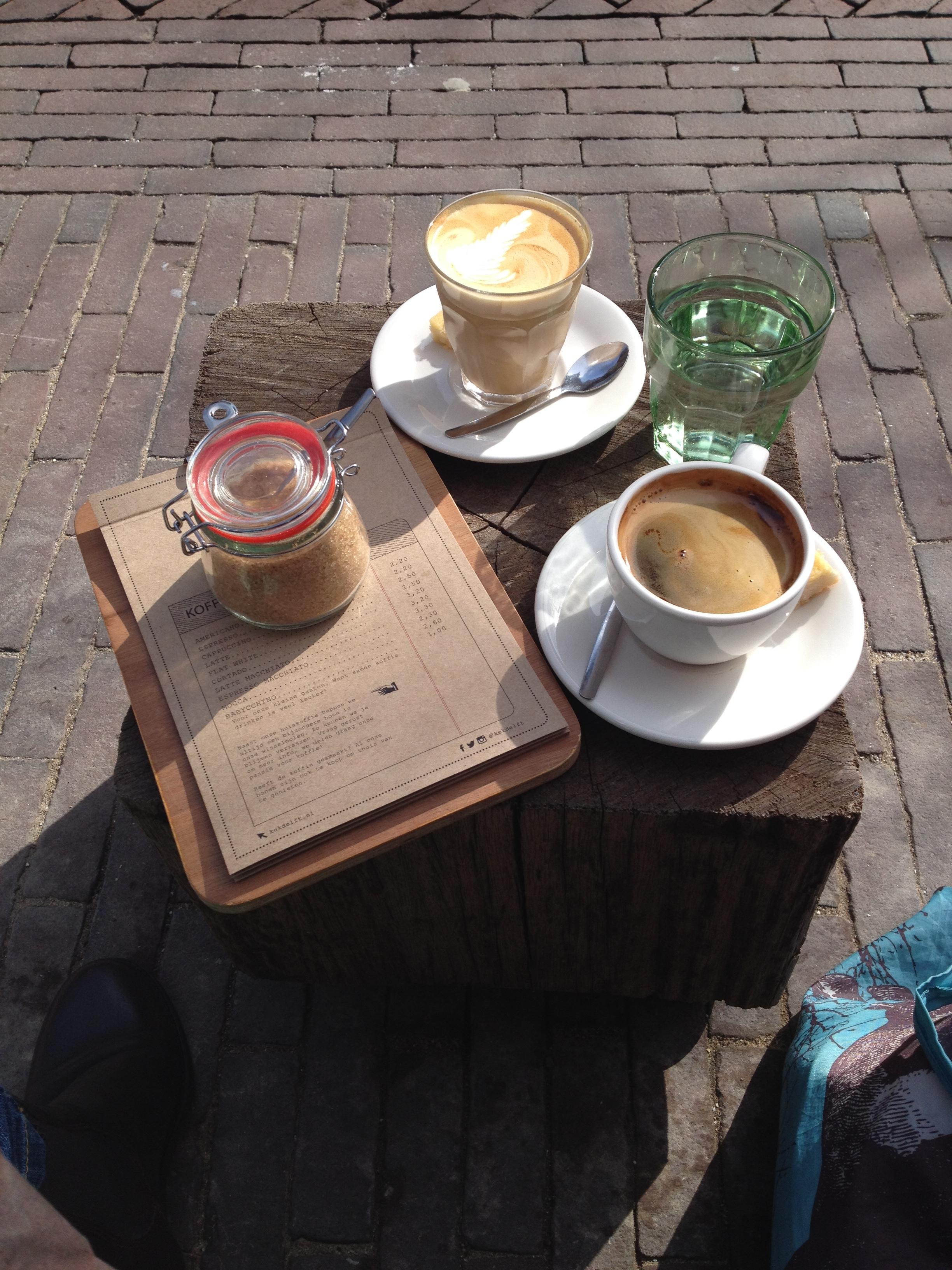 Kaffee in der Frühlingssonne, Delft